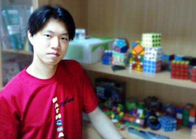 師大數學系教授 郭君逸